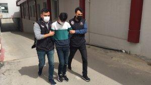 Terörist başının doğum gününde korsan gösteri yapmak isteyen 3 kişi tutuklandı