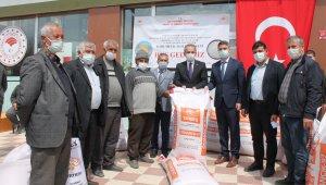 Tosya'da çiftçilere 50 ton çeltik tohumu ve sera naylonu dağıtıldı