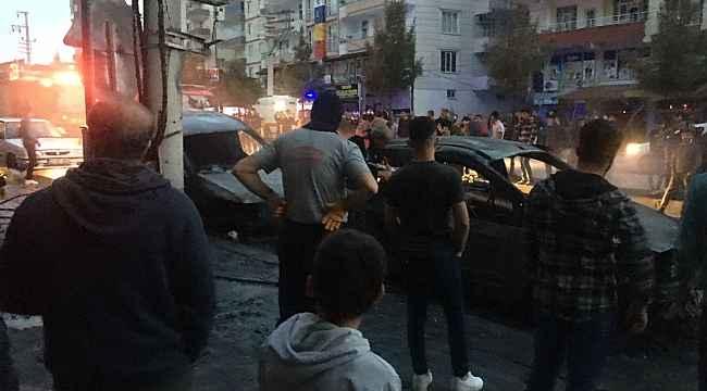 Trafo bomba gibi patladı, 3 araç alevlere teslim oldu