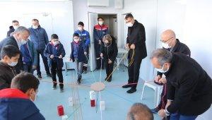 """Türkiye'nin ilk """"Gezici Motivasyon ve Eğitim Tırı"""" çocuklarla buluştu"""