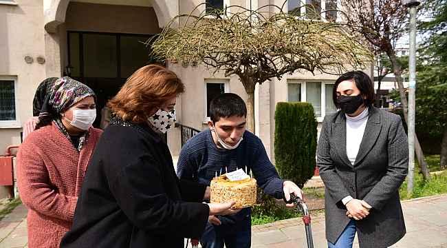 Tuzla'nın özel çocuğu Yusuf'a Başkan Yazıcı'dan doğum günü pastası