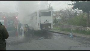 Ümraniye'de park halindeki otobüs alevlere teslim oldu