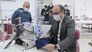 Üretime başlayacak tekstil atölyesindeki ilk ürünü Başkan Çöl dikti