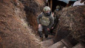 Zelenskiy, gerilimin hakim olduğu Donbass'ta askerlerle bir araya geldi