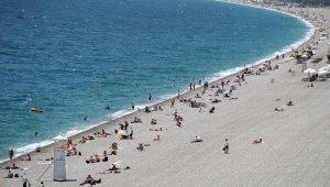 17 günün ardından Antalya sahillerinde maske kuralı unutuldu
