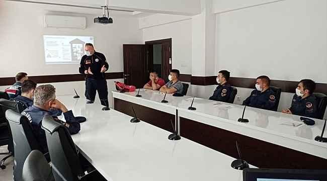 2. Jandarma Eğitim Tugay Komutanlığındaki acemi erlere eğitim