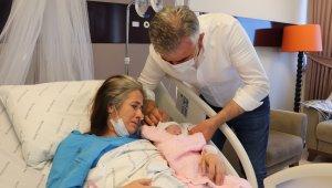 47 yaşında 15. tüp bebek uygulaması ile bebekleri olan çiftin görülmeye değer mutluluğu
