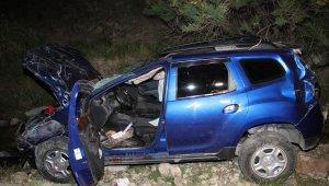 60 metreden dereye yuvarlandı, sürücü yaralı kurtuldu