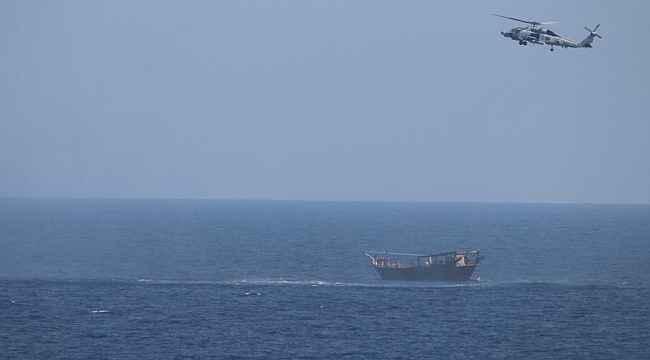 ABD 5'inci Filosu Umman Denizi'nde yasa dışı silah sevkiyatını engelledi
