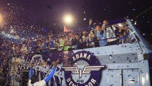 Adana Demirspor, tesislerde havai fişek gösterisi ve konfetilerle karşılandı