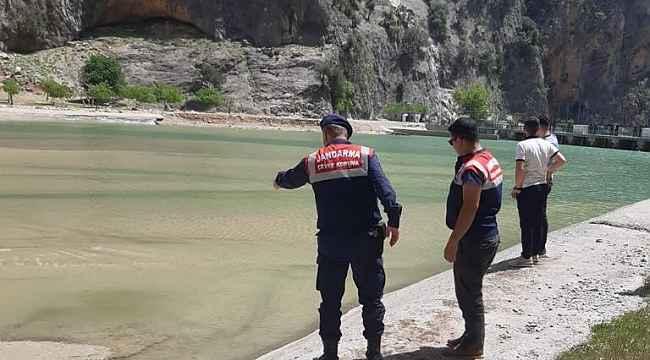 Adana'daki balık ölümlerine dereye sızan sıvı beton neden olmuş
