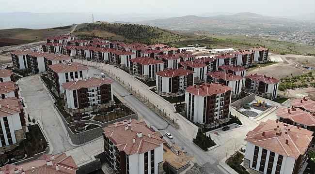 """Anahtarlarını alan depremzedeler: """"Evler harika"""""""
