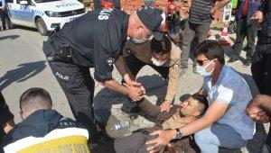 Ayvalık'ta meydana gelen trafik kazasında iki bekçi yaralandı