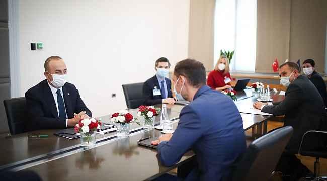 """Bakan Çavuşoğlu: """"İslamofobi, göçmenler ve diğer azınlıklara karşı gerçekleştirilen saldırıları da görüyoruz, birçok batılı ülkede onların da hakları ihlal ediliyor"""""""