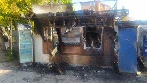 Bakırköy'de İBB'ye ait büfe alev alev yandı