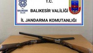 Balıkesir'de jandarma 20 aranan şahsı gözaltı