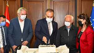 Başkan Aktaş'a doğum günü sürprizi - Bursa Haberleri