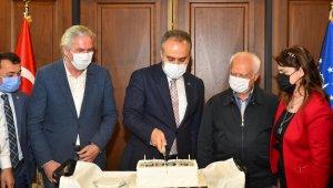 Başkan Aktaş'a doğum günü sürprizi