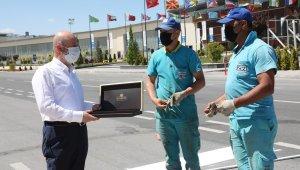 Başkan Çolakbayrakdar, tam kapanmayı fırsata çeviren saha ekibiyle bayramlaştı