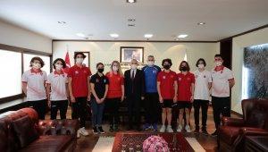 Başkan Zolan, milli sporcuları makamında ağırladı