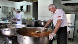 Bingöl'de kazanlar ihtiyaç sahipleri için kaynıyor, yemekler evlere ulaştırılıyor