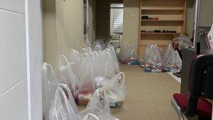 Burhaniye'de din görevlileri 150 aileye gıda yardımı yaptı