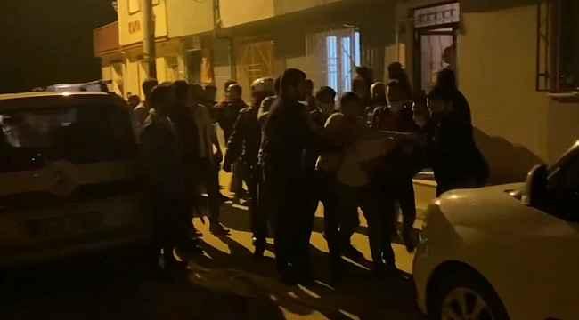 Bursa'da sıcak dakikalar...Kısıtlamaya uymayan şahıslar kendilerini uyaran polise saldırdı: 3 gözaltı