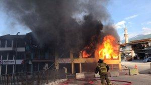 Bursa'da tarihi çarşıda korkutan yangın - Bursa Haberleri