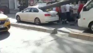 Çekmeköy'de aniden duran kamyonetin kasasındaki demirler otomobile saplandı