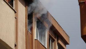 Çekmeköy'de sitede korkutan yangın: 2 kişi mahsur kaldı