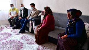 Çınar, vatandaşların evlerinde taleplerini dinliyor