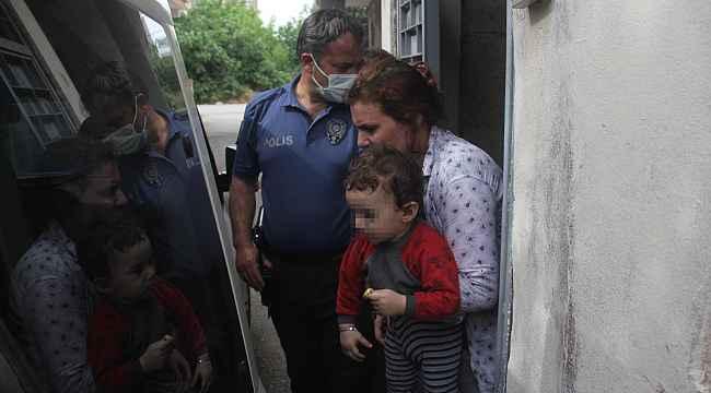 Çocuklarını darp edip balkondan sarkıtan anne gözaltına alındı