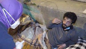 Darp edilip parası alınan evsiz adama polis şefkati - Bursa Haberleri