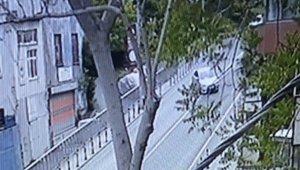 Emanet otomobille aşağı yola uçtu: O anlar kamerada