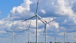 Enerjide yatırımlar artıyor, dışa bağımlılık azalıyor