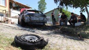 Evini kurşunladılar, arabasını yaktılar