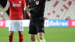 Gaziantep FK - Sivasspor maçının VAR'ı Fırat Aydınus