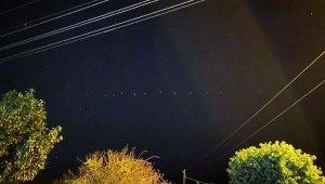 Gökyüzündeki sıralı ışıkları görenler telefonuna sarıldı