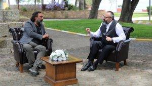 Gönül Sohbetleri programının konuğu tiyatro sanatçısı Ahmet Yenilmez oldu