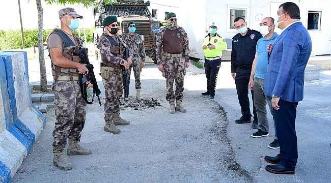 Gürkan, güvenlik güçleriyle bayramlaştı