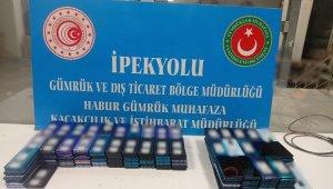 Habur'da televizyon içerisinde 5 kilo eroin, bir tırın gizli bölmesinde yüzlerce cep telefonu ele geçirildi