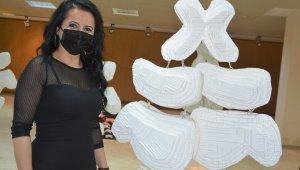 Hakkari'de kadının topografisi sergisi açıldı