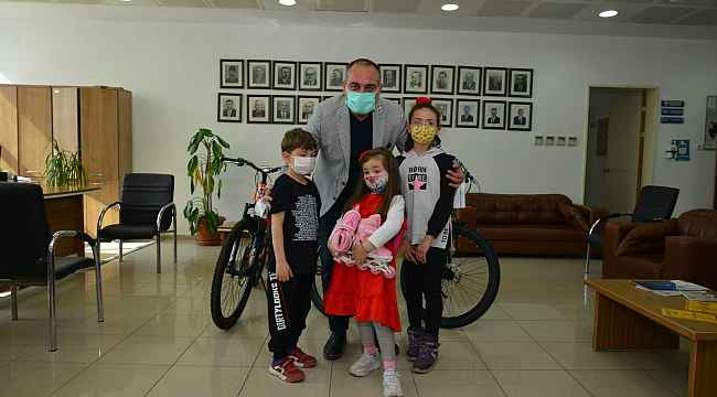 Harçlığını bağışlayan çocuklara Başkan Sertaslan'dan sürpriz hediye - Bursa Haberleri