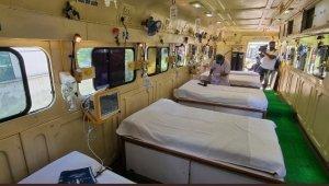 Hindistan'dan Covid-19 hastalarına 'tekerlekli yoğun bakım' hizmeti
