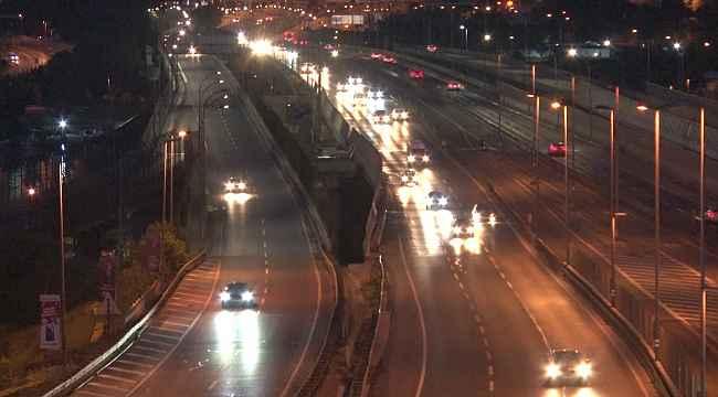 İstanbul'da 17 günlük kısıtlamanın sona ermesiyle trafikte hareketlilik başladı