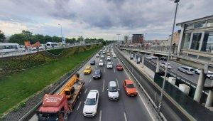 İstanbul'da trafik durma noktasına geldi, yoğunluk yüzde 81 seviyesine ulaştı