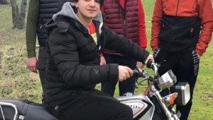 Kamyonetin altında kalan 16 yaşındaki motosiklet sürücüsü hayatını kaybetti