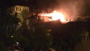 Karaman'da çıkan yangında 2 ev hasar gördü