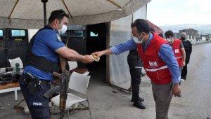 Kızılay'dan polis ekipleri ve sağlık çalışanlarına bayram ziyareti