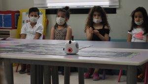 Kreşteki çocuklara robotik kodlama eğitimi